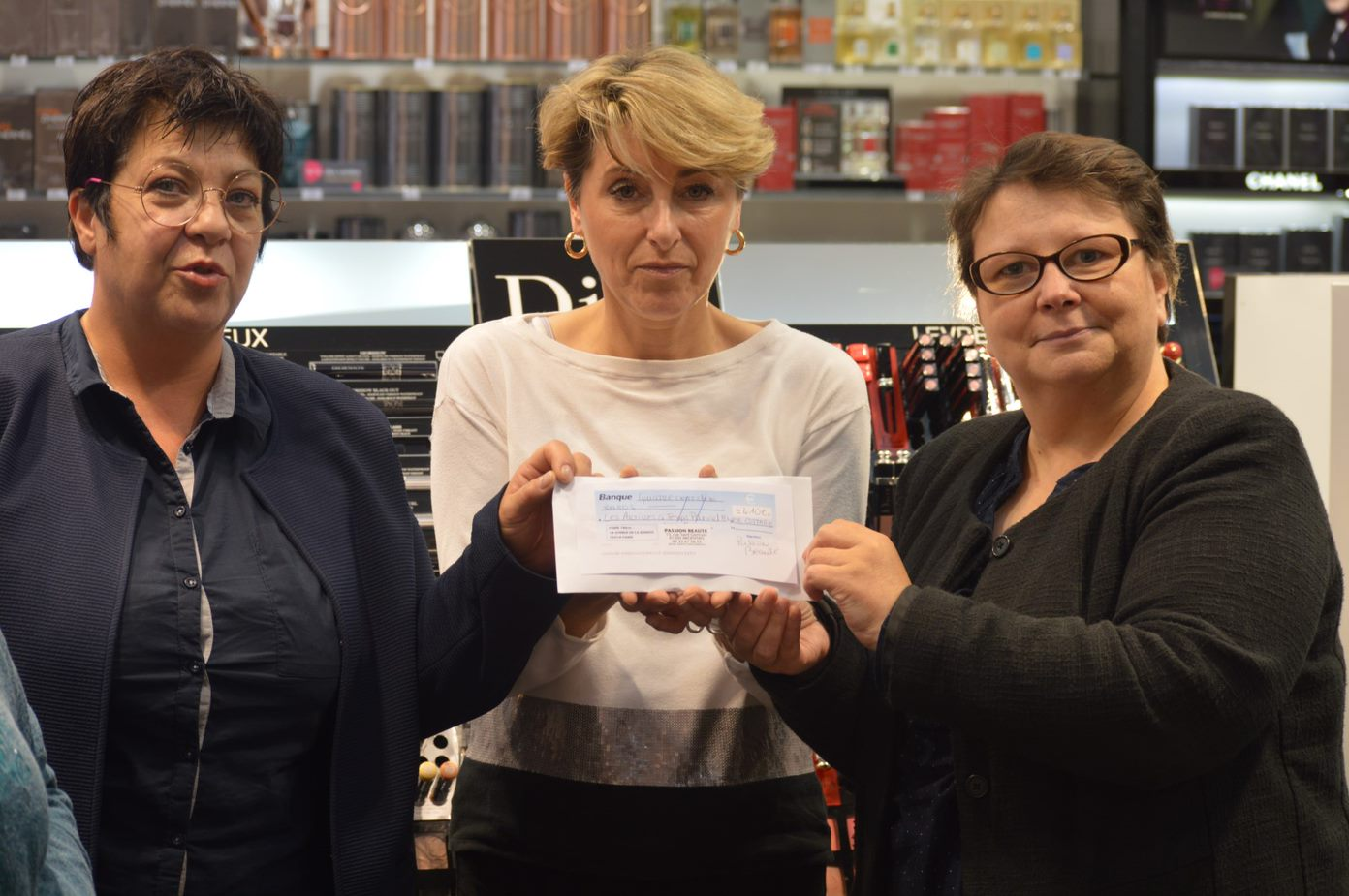 Le 12 octobre 2018 à Argentan : remise d'un chèque de 410 € au Foyer de vie Le Cottage