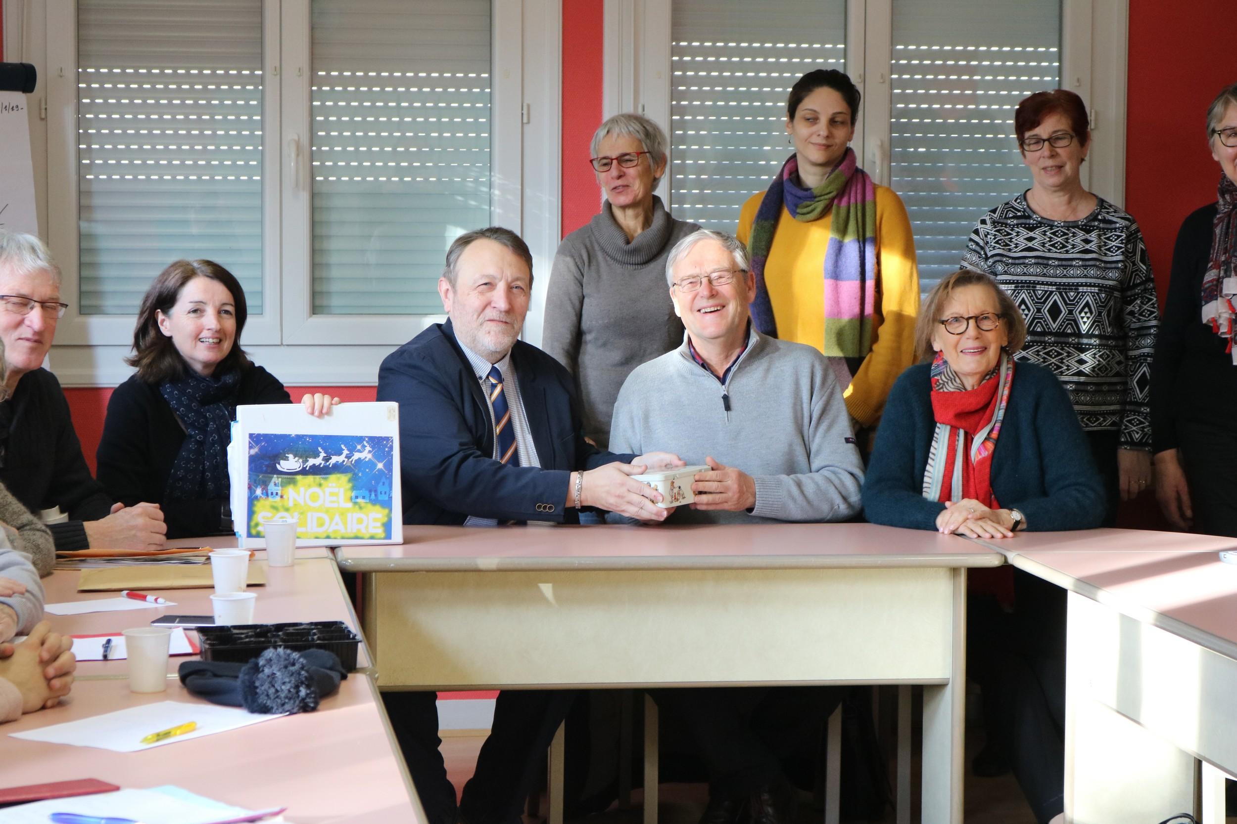 Le 24 janvier, à Alençon dans les locaux de l'IME La Passerelle de l'Adapei de l'Orne, le collectif associatif du Noël Solidaire a remis un chèque de 636 € à la Bibliothèque sonore d'Alençon.