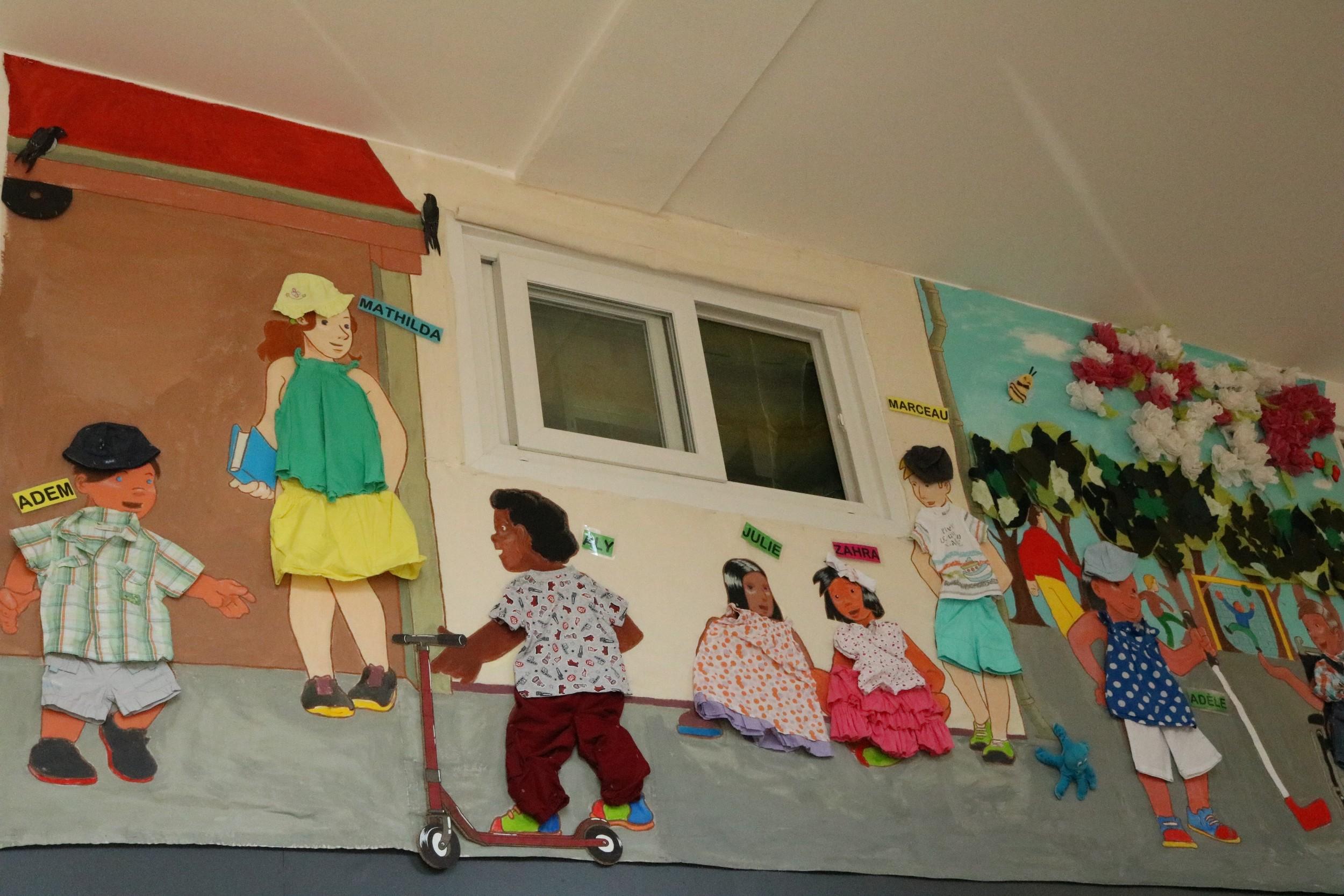 Le 3 juillet 2019, La fresque des enfants de l'IME La Passerelle et du Centre Gauguin a été inaugurée dans les locaux de l'association Agir La Rédingote pour sa métamorphose estivale